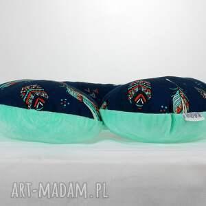 zielone akcesoria zagłówek poduszka podróżna pióra mięta