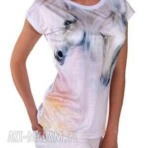 modne bluzki znadrukiem artystyczny t-shirt damski
