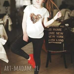 beżowe bluzki serce polska koszulka. zaprojektowana przez nas