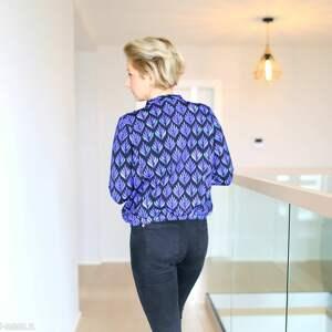 bluzy dzianinowa bomberka damska w kobaltowe liście