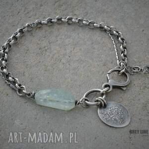 atrakcyjne bransoletki akwamaryn z łańcuszkami i zawieszką