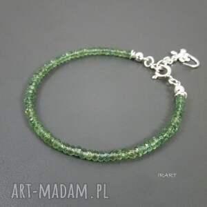 ręcznie zrobione apatyt jaszczurka z zielonym apatytem