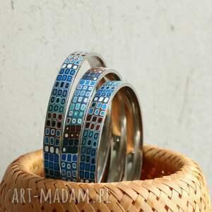 białe bransoletki kolorowe komplet stalowych bransolet