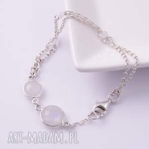 srebrna białe piękna i delikatna bransoletka stworzona