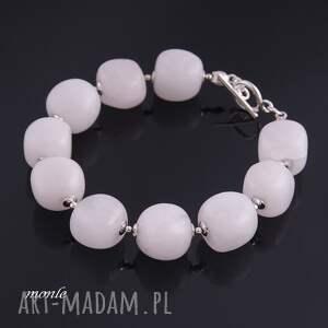 ręcznie robione bransoletki mleczna mleczne bryłki, biała bransoletka