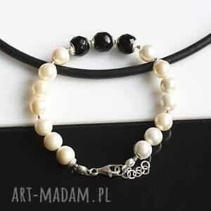 białe bransoletki perły seashell z onyksem