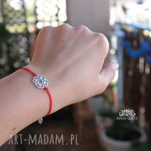 eleganckie bransoletki czerwonanitka rozetka na czerwonej nitce
