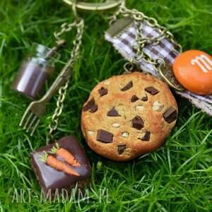 marchewka breloki brązowe czekoladowo-marchewkowe