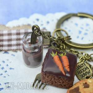ręczne wykonanie breloki marchewka czekoladowo-marchewkowe