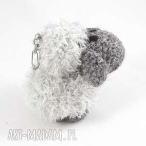 modne breloki owieczka szara berta - szydełkowy
