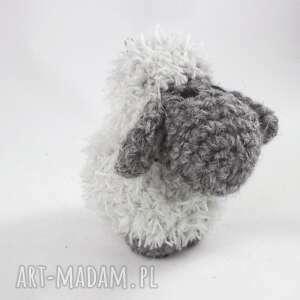 breloki: owieczka szara berta - szydełkowy breloczek - na szydełku