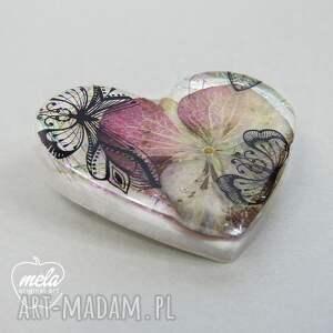 różowe broszki broszka 0359/mela z żywicy serce