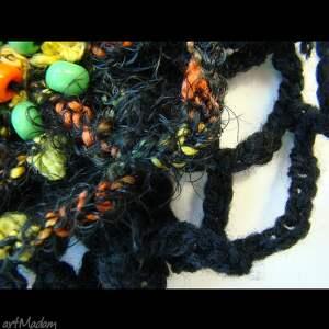 pomarańczowe broszki brocha szydełkowa czarna