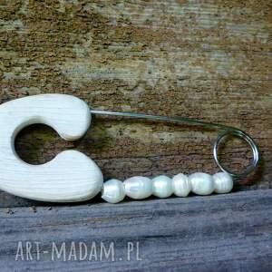 biała perła broszki broszka agrafka z białymi