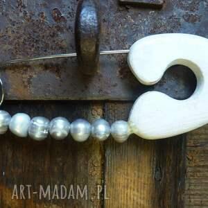 broszki perły broszka agrafka z szarymi