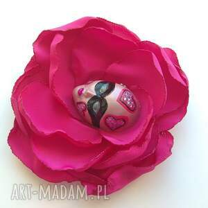różowe broszki broszka z kolekcji masqerade