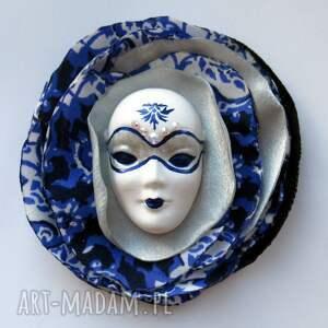ciekawe broszki broszka z kolekcji masquerade