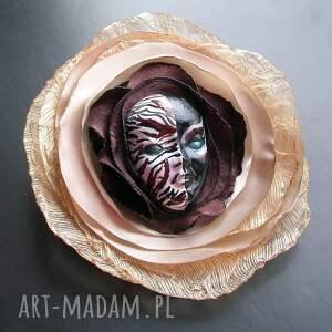 modne broszki broszka z kolekcji masquerade -