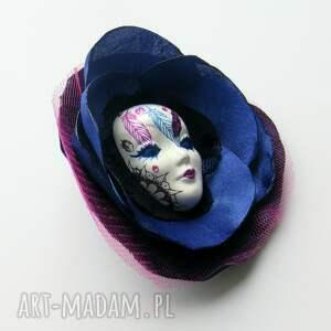 różowe broszki dream broszka z kolekcji masquerade