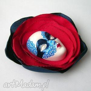 ręcznie zrobione broszki koronka broszka z kolekcji masquerade