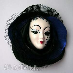 handmade broszki mała broszka z kolekcji masquerade