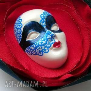 maska broszki czerwone broszka z kolekcji masquerade