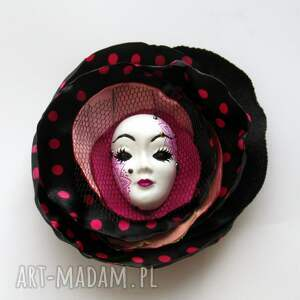 różowe broszki maska broszka z kolekcji masquerade