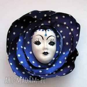 niebieskie broszki broszka z kolekcji masquerade - dla