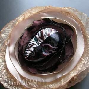 czarne broszki maska broszka z kolekcji masquerade -