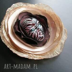 broszka broszki brązowe z kolekcji masquerade