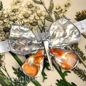 broszki macica perłowa broszko - wisior: motyl z tęczową