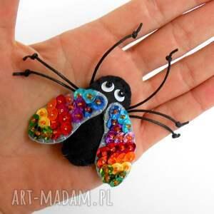 niesztampowe broszki mucha cekinowa muszka - broszka z filcu