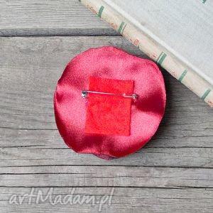 elegancka czerwona broszka przypinka kwiatek