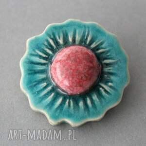 pomysł na świąteczny prezent minimalizm kwiat broszka ceramiczna