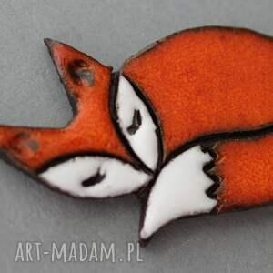 frapujące broszki skandynawski lisek broszka ceramiczna