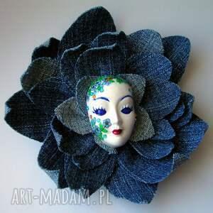 oryginalne broszki jeans masquerade - pani wiosna w jeansach