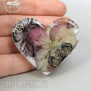 gustowne broszki broszka 0359/mela z żywicy serce