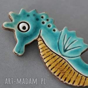 beżowe broszki prezent morski dzikus - broszka ceramika