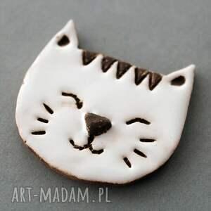 niepowtarzalne broszki minimalizm mruczek-broszka ceramika