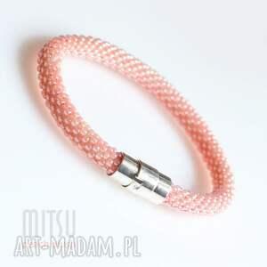 różowe broszki peach blush
