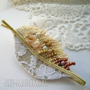 nietypowe broszki broszka perłowa jesień - beading