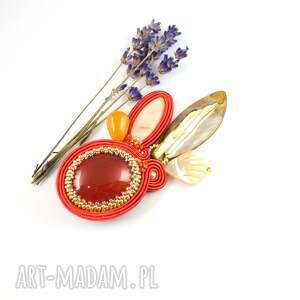 beżowe broszki pomarańczowa broszka sutaszowa do