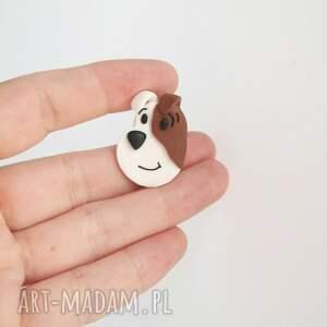 brązowe broszki pies reksio - broszka