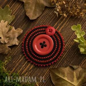 czerwone broszki guzik sutaszowa broszka z czerwonym