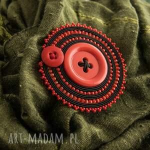 broszki sutaszowa broszka z czerwonym