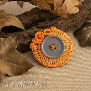 broszka broszki pomarańczowe sutaszowa z szarym guzikiem
