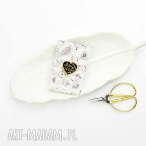 handmade broszki wpinka vegan przypinka w kształcie serca