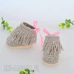 niesztampowe buciki zostały wykonane z miłej w dotyku