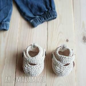 wyraziste buciki buty