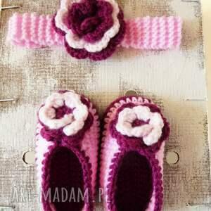 niebanalne buciki komplet z dużym kwiatuszkiem